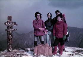 19761230-帰省時に登山部の仲間と東鳳べん山に登る.JPG