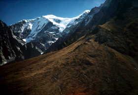 19791000-BCよりニルギリ西壁を望む.JPG