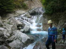 20021005-堂倉谷の美しい岩と水.JPG