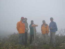 20060610-天候には恵まれませんでしたが白山三が峰の山頂で.jpg