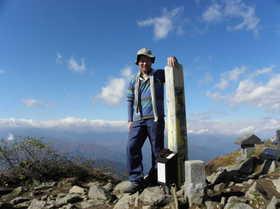 20111016-雨飾山頂で.jpg