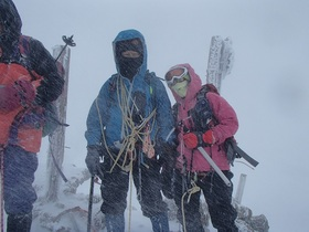 20141229-吹雪の赤岳山頂で2.jpg